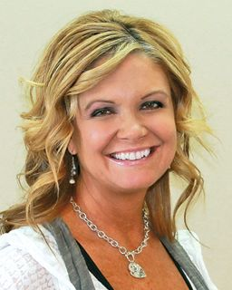 Nicole Nigg<br/>Coldwell Banker Roth Wehrly Graber
